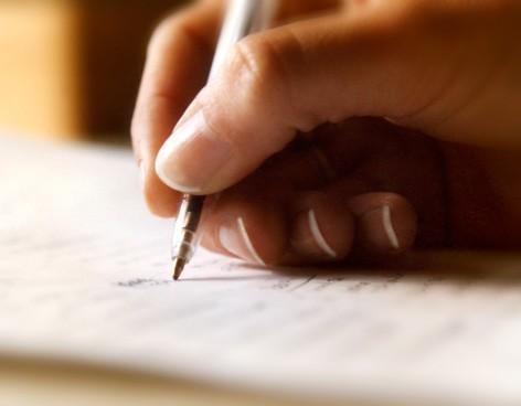 ¿Qué es un testamento y quién lo puede otorgar?